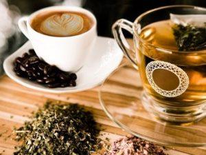 Καφές και τσάι παρασκευασμένα με αλκαλικό.