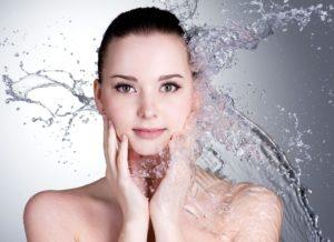 Πλένετε το πρόσωπό σας με όξινο νερό Kangen